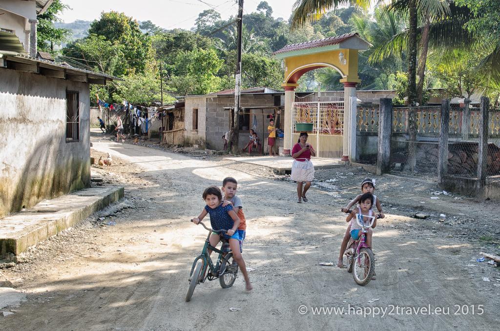 V dedinke Corinto na honduraskej strane vládne bieda