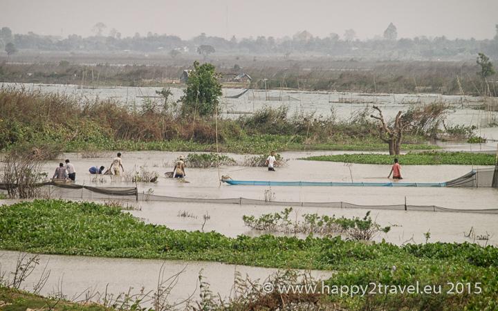Polia smrti dnes plynulo prechádzajú do kambodžskej každodennosti.