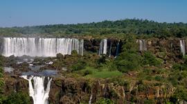 Prvé vodopády sa zbiehajú do čoraz väčších útesov