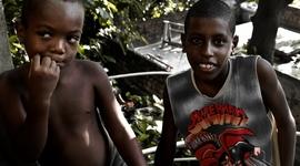 Deti slumov vychádzajú za korisťou von, do bohatých štvrtí