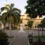 Ciudad Bolívar, Plaza Bolívar, socha Bolívar