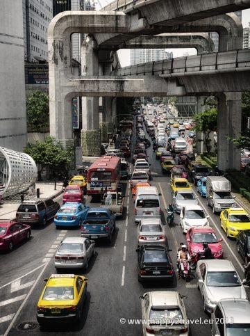 Bangkok, to sú aj kilometrové zápchy v sieti viacposchodových diaľnic