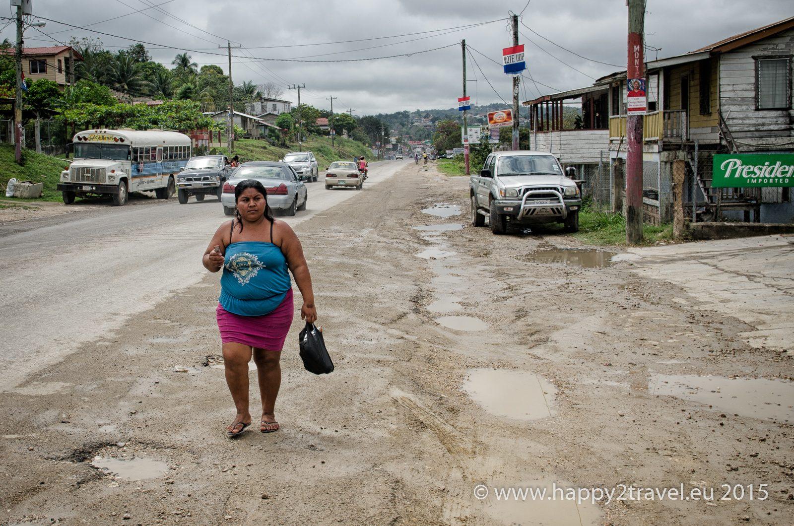 Hranica je ako vždy v Strednej Amerike neprívetivé a špinavé miesto