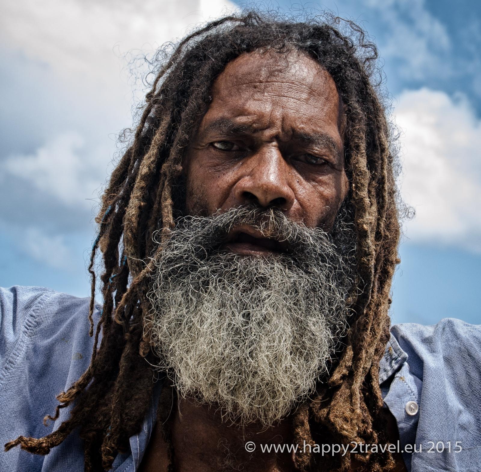Tváre Belize: nahnevaný muž