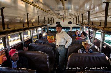 V Guatemalskom autobuse