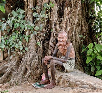 Vo východnej Barme žijú desiatky etník. Domorodec s rituálnym tetovaním.