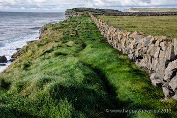 Kamenné múry lemujú celé súostrovie Aran