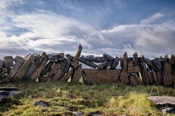 Formácie všadeprítomných kamenných plotov