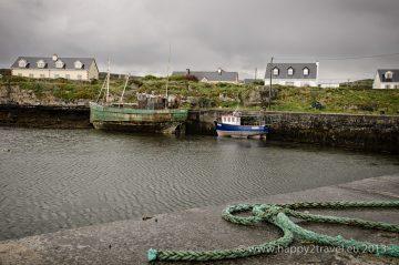Dedinský prístav Killeany vo východnej časti ostrova Inis Mór