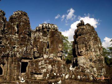 Chrámy Bayon a 216 tvárí kráľa Avalokiteshvara.