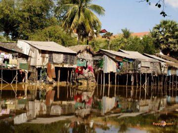 Kambodžská každodennosť: život v zahnívajúcich chatrčiach