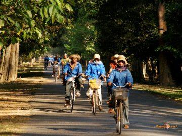 Dopravná špička v Kambodži.