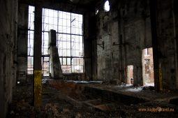 V ruinách huty