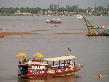 Kambodžská metropola Phnom Penh a rieka Mekong