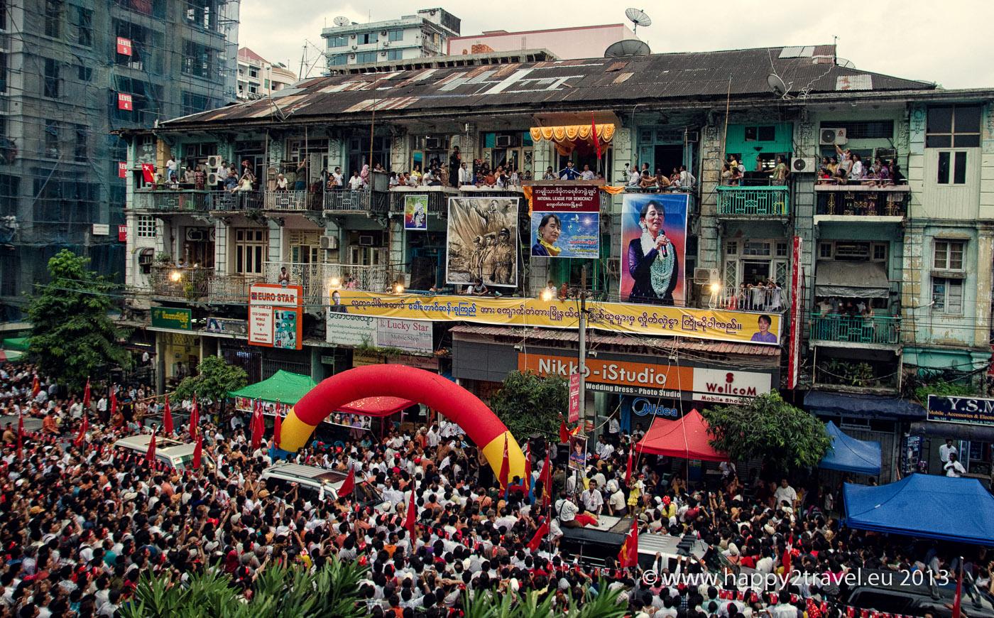 Jedna z mnohých opozičných demonštrácií