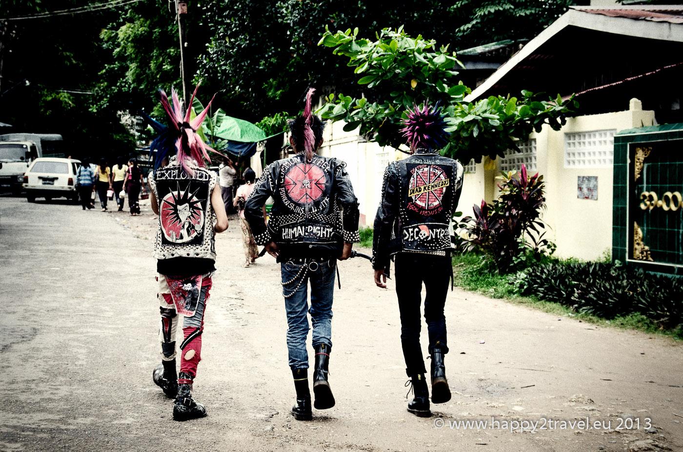 Punk's not Dead - rangúnski pankáči v akcii