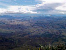 Posledné výhľady z Roraímy: na Veľkú savanu...
