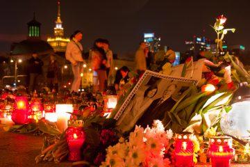 Posledný hold prezidentskému páru: Lech Kaczyński sa posmrtne mení na mýtus