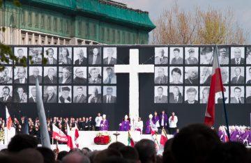 Posledná rozlúčka s obeťami v centre Varšavy
