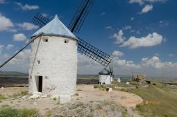 Veterné mlyny neďaleko mesta Consuegra