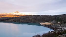 Ranný pohľad na jazero Pehoé