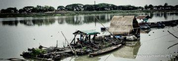 Ospalé popoludnie na brehu rieky Mun