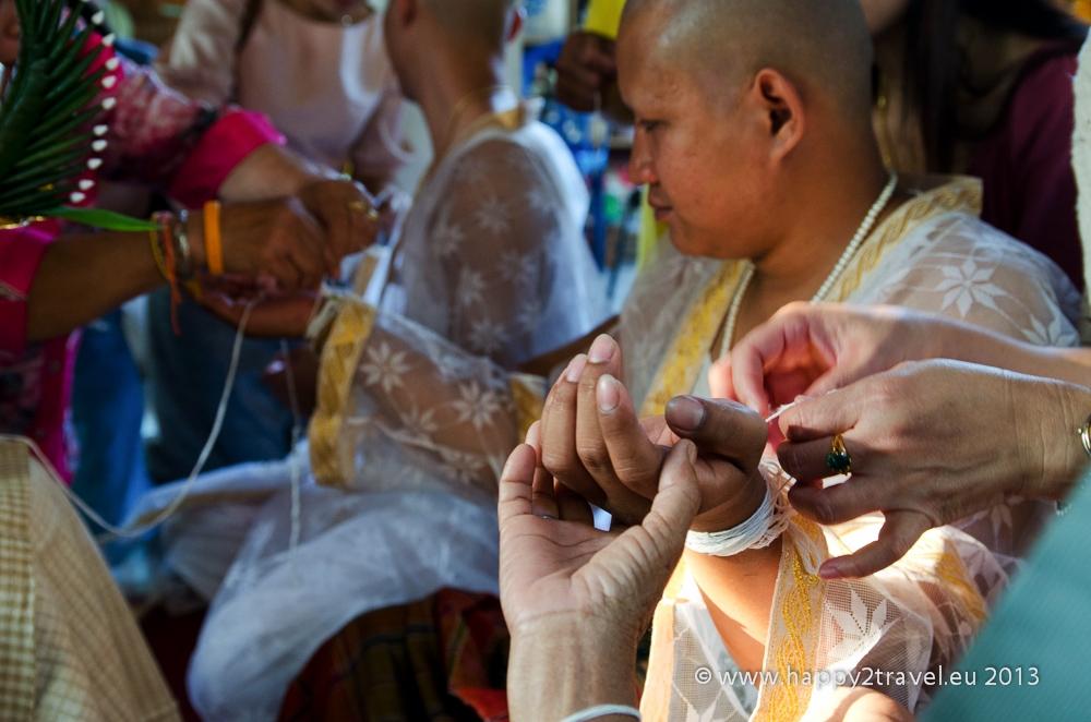 Kolobeh života: iniciácia budhistických mníchov