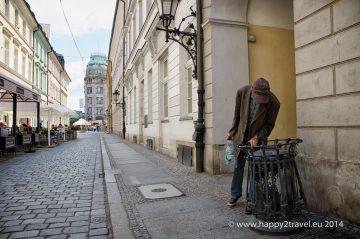 Žobranie a bezdomovectvo nie je len výsadou Rómov