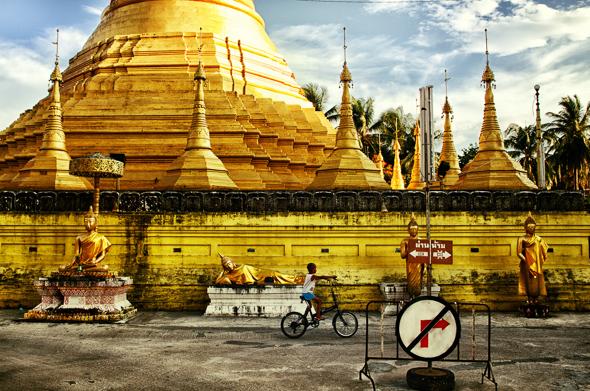 BudhistickĂ˝ chrĂĄm v meste Maesot, zĂĄpadnĂŠ Thajsko