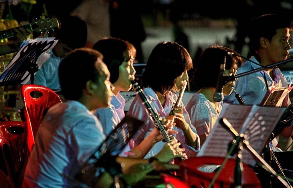 Sobotňajťia noc v Ubon Ratchathani, severovýchodnÊ Thajsko